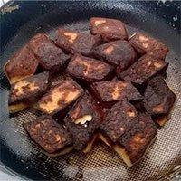 Khoa học tìm ra lý do tại sao rán thức ăn bằng chảo chống dính vẫn dễ bị cháy