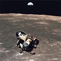 Khoang tàu vũ trụ vẫn bay quanh Mặt trăng sau 50 năm