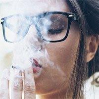 Không chỉ hại cho phổi, hút thuốc lá có thể gây mù lòa
