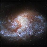 Kính viễn vọng không gian Hubble chụp ảnh
