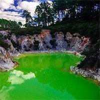 Kỳ lạ vùng nước xanh lá cây được mệnh danh là