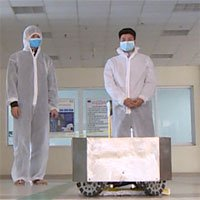 Kỹ sư Việt chế tạo robot lau sàn khử khuẩn buồng bệnh