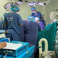 Lần đầu tiên bác sĩ Việt Nam vừa sửa tim vừa ghép phổi