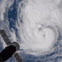 Lượng mưa kỷ lục từ siêu bão Harvey làm cong vỏ Trái Đất