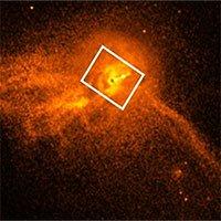 Luồng tia phun xa 1.000 năm ánh sáng của siêu hố đen M87