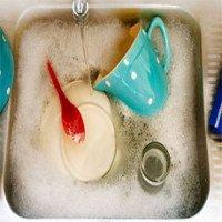 Lý do không nên dùng xà phòng để rửa chén bát