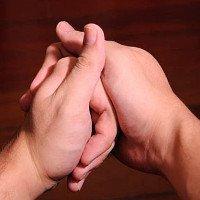 Lý giải tiếng kêu khi bẻ khớp đốt ngón tay