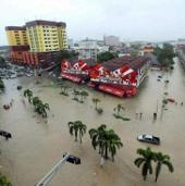 Malaysia: Mưa lớn gây vỡ đập, hàng ngàn người tháo chạy