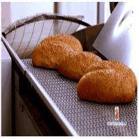 Mãn nhãn với quy trình sản xuất hàng nghìn chiếc bánh mì một lúc