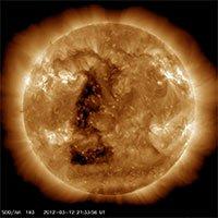 Mặt trời đang biến hình, co bóp liên tục mà khoa học chưa thể hiểu tại sao