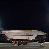 Máy bay tối mật hạ cánh sau 780 ngày trên quỹ đạo