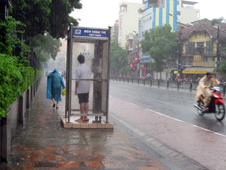 Miền Bắc còn mưa, thời tiết xấu trên biển