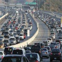 Mối nguy hại từ khí thải khi lái xe giờ cao điểm