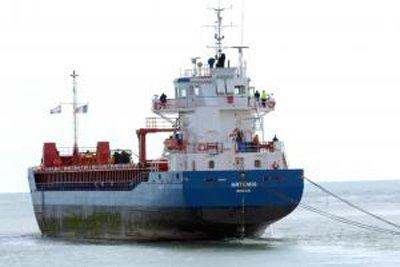 Mốt dùng thuyền buồm chở hàng siêu trọng