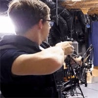 Một youtuber vừa tạo ra cây cung bắn không cần ngắm, trúng đích 100%