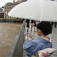 Mưa lũ chưa từng có ở Nhật, hàng trăm nghìn người sơ tán