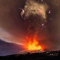 Năm 2015: Sự trỗi dậy các ngọn núi lửa