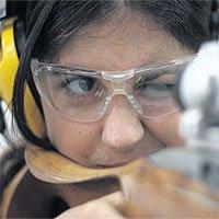 Ngắm bắn bằng một mắt hay hai mắt hiệu quả hơn?