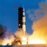 Ngày 13/04/1970, tàu Apollo 13 phát nổ trong không gian