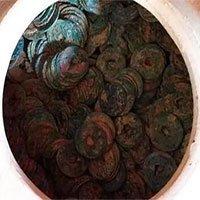 Nghệ An: Đào móng nhà vớ được hũ tiền cổ báu vật