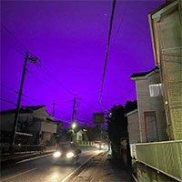 Ngỡ ngàng nguyên nhân khiến bầu trời Nhật Bản chuyển màu tím thẫm