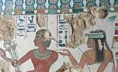 Ngôi mộ cổ có nhiều hình vẽ màu sắc