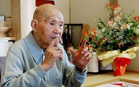 Người đàn ông già nhất thế giới đón tuổi 114