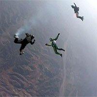 Người đầu tiên nhảy ra khỏi máy bay ở độ cao 25.000 feet mà không cần dù