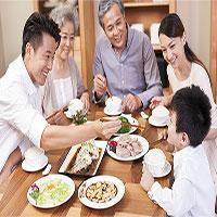 Người lớn tuổi ăn uống ngày Tết thế nào?