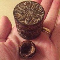 Người vợ giữ viên chocolate chồng tặng Valentine suốt 33 năm