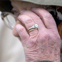 Nguồn gốc viên kim cương trên chiếc nhẫn đính hôn của Nữ hoàng Elizabeth