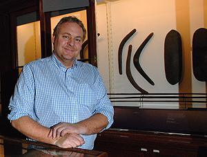 Nhà khảo cổ học Tom Austen Brown và nghiên cứu ở Úc