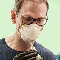Nhà khoa học Harvard tự chế vắc-xin Covid-19 dạng xịt mũi và thử nghiệm trên bản thân mình