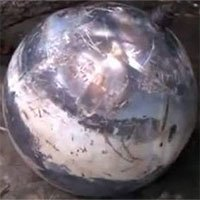 Những quả cầu từ trên trời rơi xuống: Bí ẩn và hồ nghi