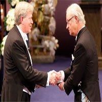 Nỗi khổ của giáo sư mang huy chương vàng Nobel qua sân bay Mỹ
