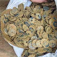 Nông dân Hà Tĩnh đào được ba hũ tiền cổ
