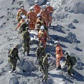 Núi lửa bất ngờ phun trào làm nhiều người thiệt mạng ở Nhật