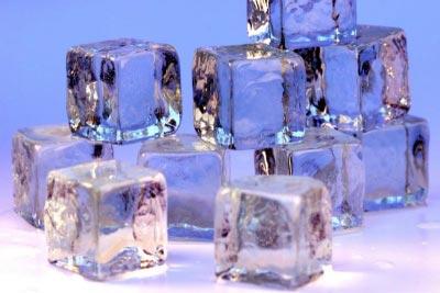Nước đá có tốt cho da bị bỏng nắng?