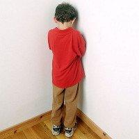 Phạt đứng góc hay úp mặt vào tường ảnh hưởng đến não bộ của trẻ?