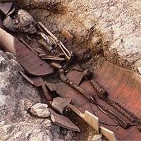 Phát hiện 40 mộ cổ với hài cốt chôn trong bình