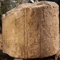 Phát hiện các phiến đá 4.000 năm tuổi khắc hình Thần Atum