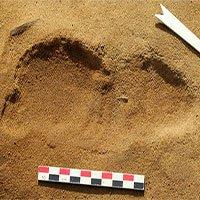 Phát hiện dấu chân người vùi dưới cát 80.000 năm