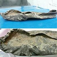 Phát hiện giày cổ 1.000 năm tuổi dưới đáy sông ở Anh