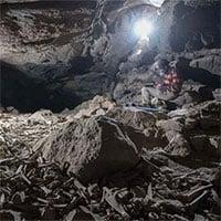 Phát hiện hang động chứa đầy xương được linh cẩu cất giấu hàng nghìn năm qua, có cả xương người tiền sử