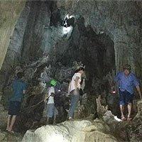 Phát hiện hang động thạch nhũ tuyệt đẹp, có hình thù kỳ lạ ở Quảng Trị