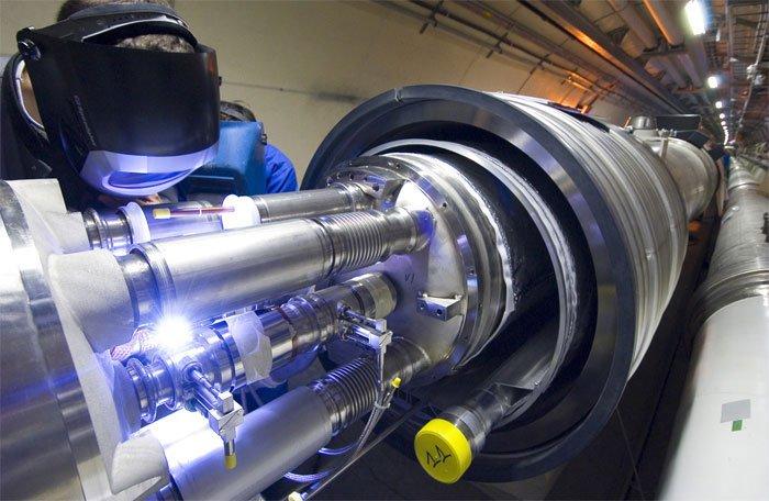 Phát hiện hạt hạ nguyên tử tương thích với hạt Higg