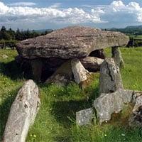 Phát hiện mộ đá liên quan vua Arthur, lâu đời hơn bãi đá cổ Stonehenge