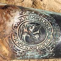 Phát hiện súng thần công bằng đồng có niên đại 200 năm ở bờ biển