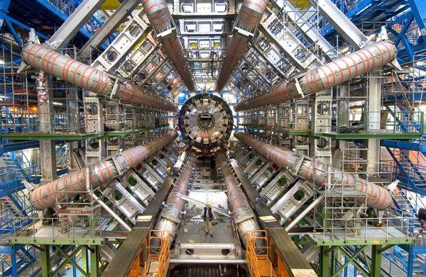Phát hiện thêm hạt xi-baryon, hạt cơ bản mới