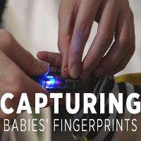 Phát triển thành công thiết bị lấy dấu vân tay của trẻ sơ sinh